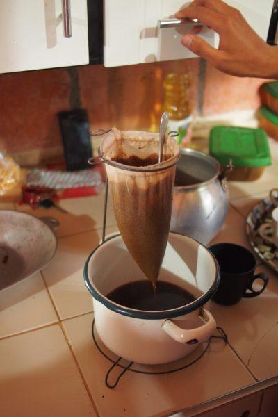 コーヒー ドリップ かき混ぜる