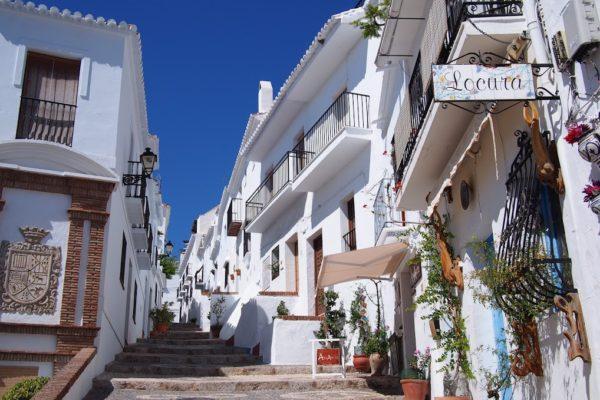 スペインで一番美しい!アンダルシアの白い村「フリヒリアナ ...
